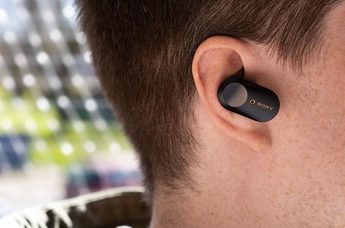 Sony WF-100XM3 beim tragen im Ohr