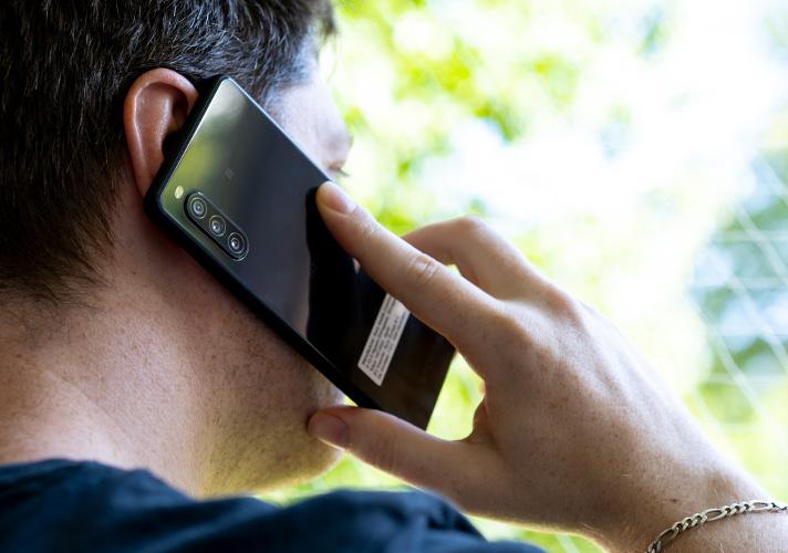 Sony Xperia 10 II beim telefonieren