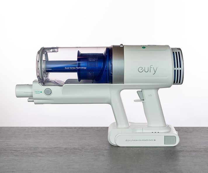 Abbildung zeiogt den eufy HomeVac S11 Akku Staubsauger von der Seite
