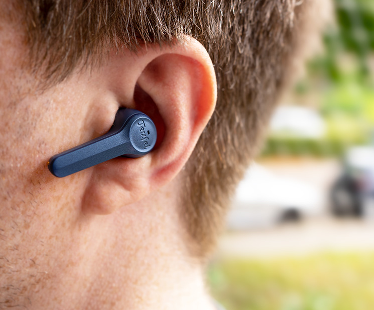Teufel Airy True Wireless im Ohr beim tragen