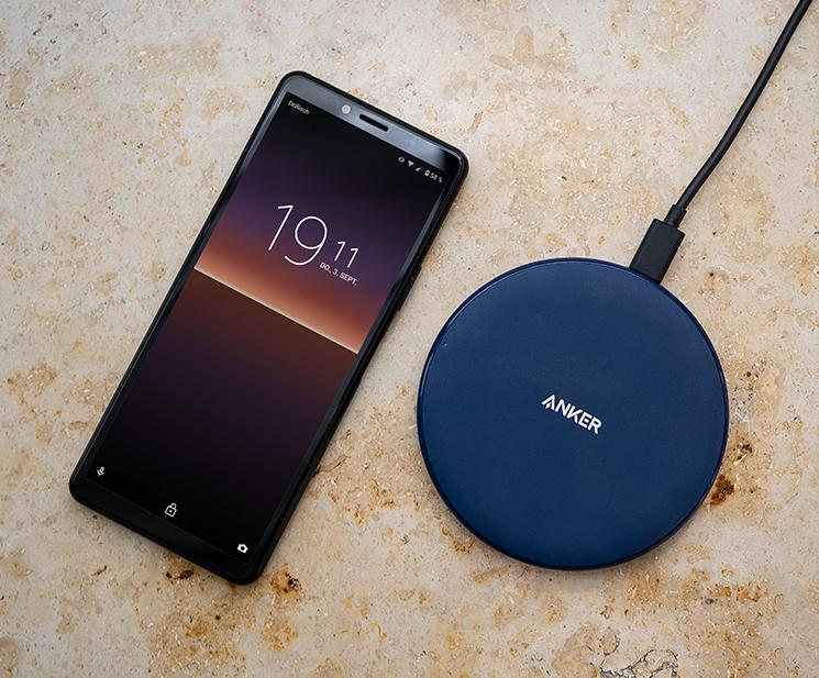 anker powerwave wireless charger ladepad mit smartphone