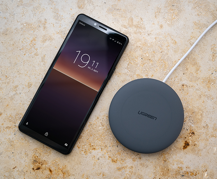 ugreen wireless charger mit smartphone
