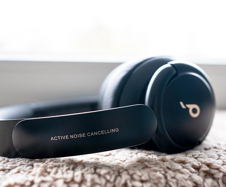Anker Soundcore Life Q30 kabellose Kopfhörer liegend