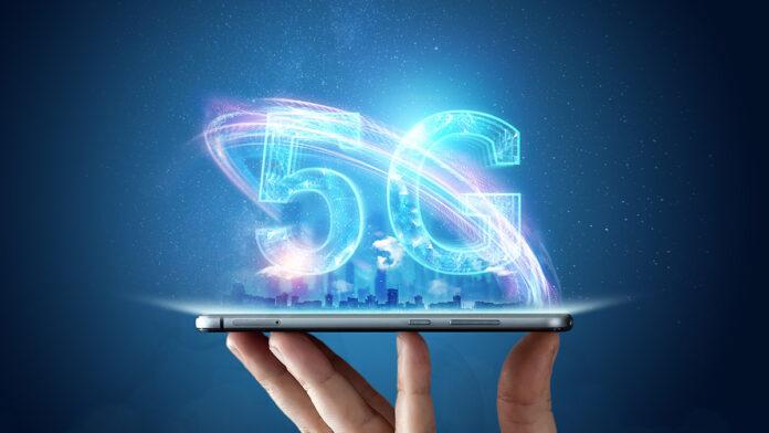 Abbildung zeigt ein Smartphone mit 5G
