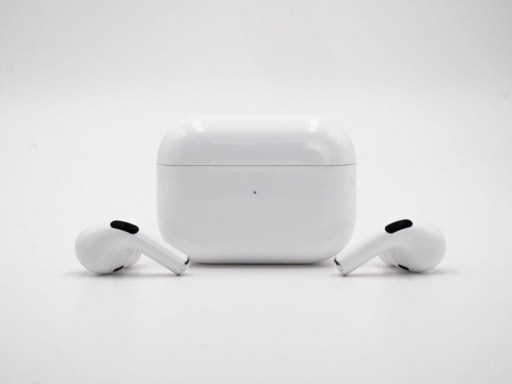 Abbildung zeigt die Apple Airpods Pro mit Ladecase
