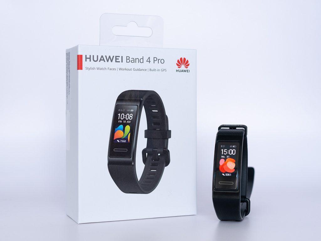 Abbildung zeigt das Huawei Band 4 Pro mit Verpackung
