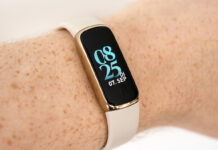 Fitbit Luxe am Arm